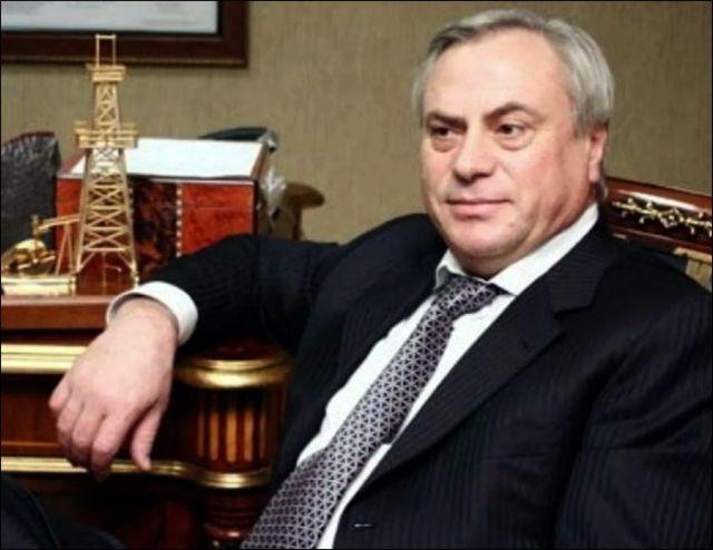 """СМИ: Иностранный олигарх """"спонсировал"""" политиков из Казахстана"""