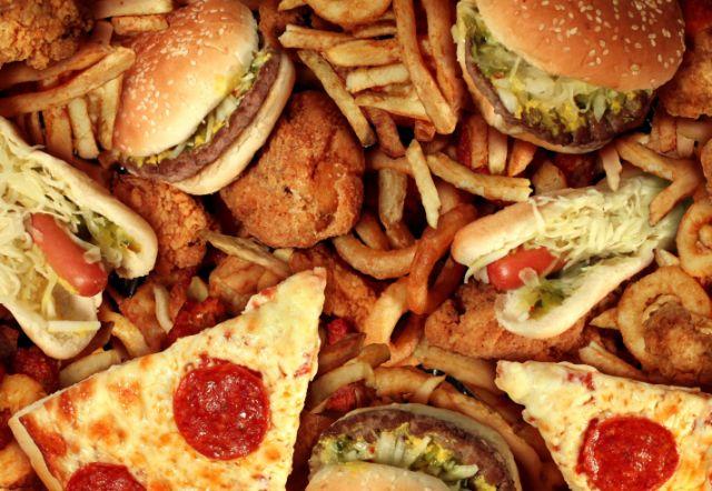 Диетолог рассказала, почему мы так любим вредную пищу и как с этим бороться