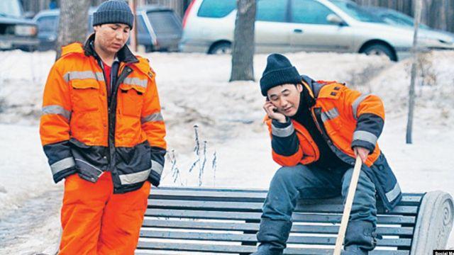 Иностранные мигранты занимают рабочие места казахстанцев - депутат