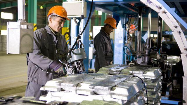 В Казахстане почти 1,7 млн человек работают без высшего или специального образования