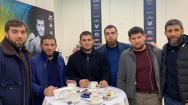 «Казахстан – бомба». Хабиб приехал в Алматы и встретился с фанатами