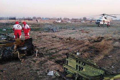 Фотографии с места катастрофы украинского самолета в Иране появились в Сети