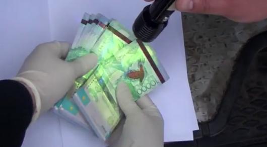 Сотрудников транспортного контроля в Алматы подозревают в получении взяток