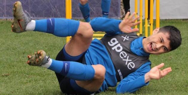 Казахстанский футболист познакомил российских одноклубников с казахским народным танцем