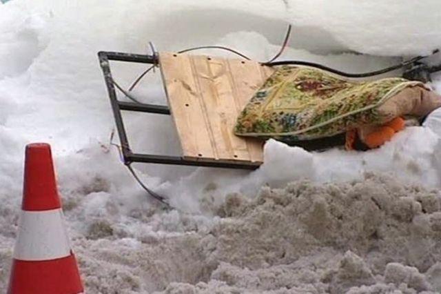 В Темирском районе под колесами КамАЗа погиб ребенок