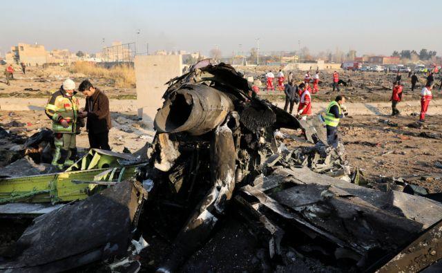 NYT показала видео возможного попадания двух ракет в Boeing в Иране