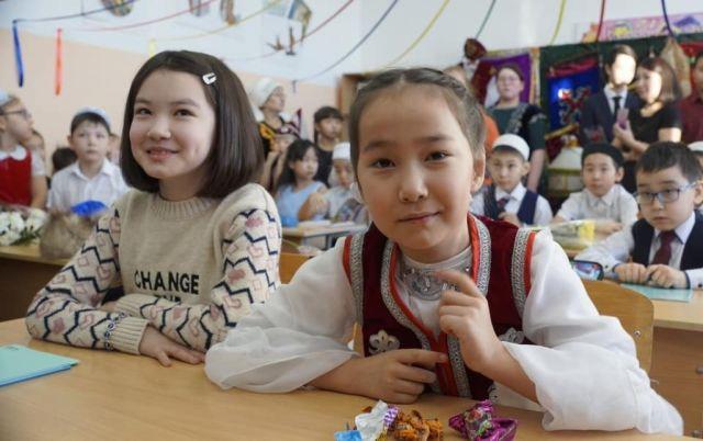 Дети в российской школе будут изучать казахский язык