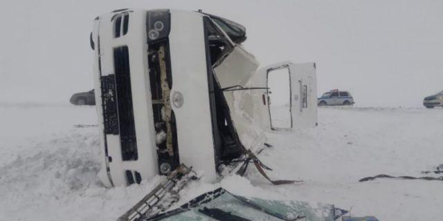 Микроавтобус с журналистами перевернулся в Актюбинской области. Есть пострадавшие