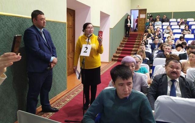 Актюбинская общественница предложила чиновникам продать служебные авто и купить квартиры малоимущим