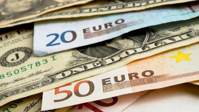 Курсы валют: доллар и евро растут