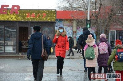 Актюбинцы и китайские туристы скупают маски