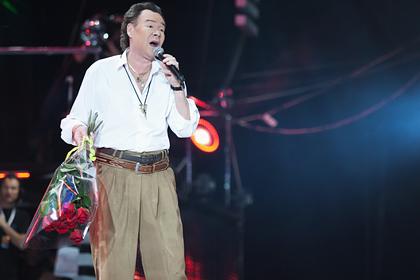 Исполнитель песни «Яблоки на снегу» обвинил Пугачеву в своей загубленной карьере
