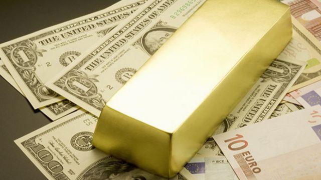 Золото, доллар, тенге: в чем лучше хранить свои сбережения