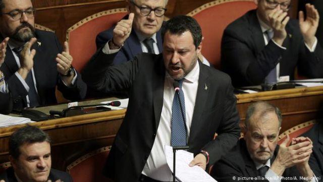 Маттео Сальвини лишили депутатской неприкосновенности