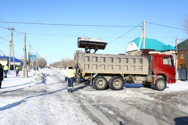 «Не стоило браться». Аким области отчитал подрядчиков за плохую очистку улиц и вывоз снега в Актобе
