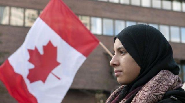 Власти Канады предложили мусульманам, недовольным свининой в школах, покинуть страну