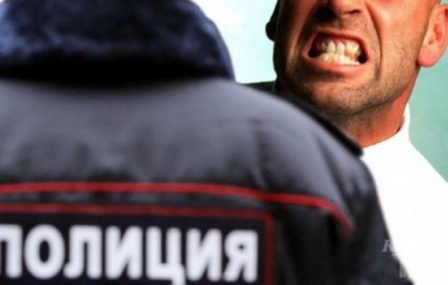 Житель Актау укусил полицейского