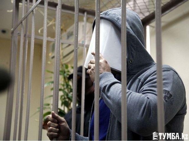 В Актау семейная пара под покровительством полицейского 1,5 года занималась сводничеством