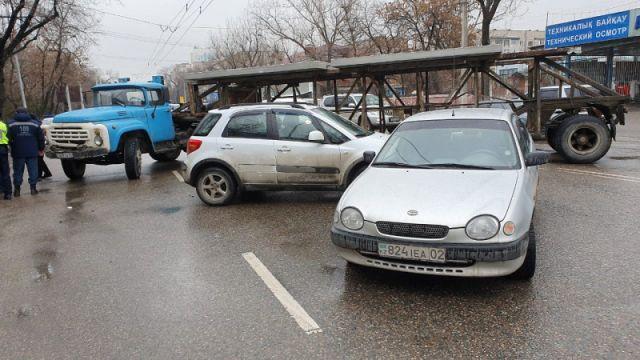 Четверо детей пострадали в ДТП в Алматы