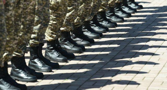 В Казахстане приостановлен призыв в армию и увольнение солдат-срочников