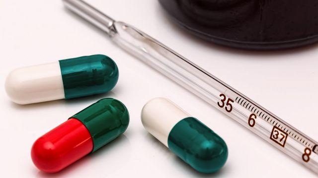 Двух казахстанцев вылечили от коронавируса