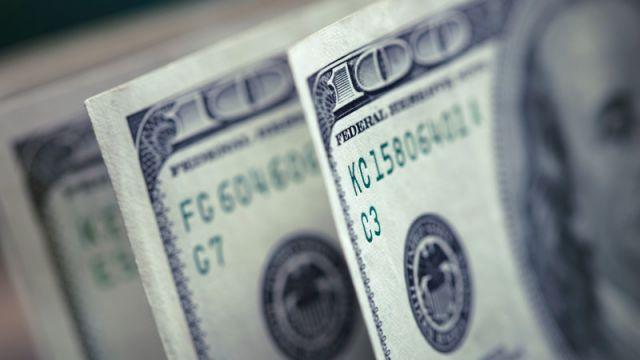 Обменники продают доллар по 448-451 тенге