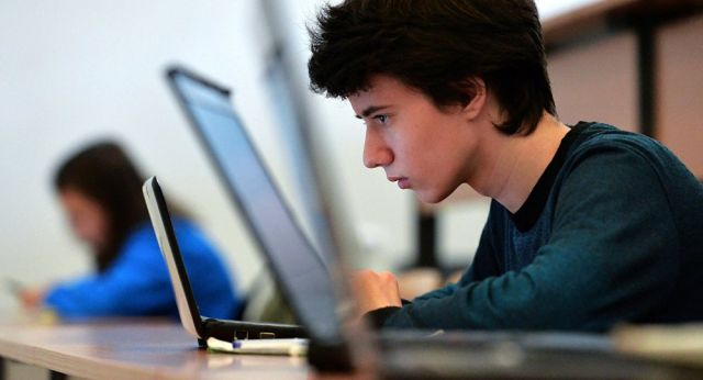 Онлайн-уроки школьников будут длиться по 30 минут в Казахстане