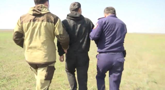 Полицейские показали погоню за нарушителем, рвущимся в карантинную зону