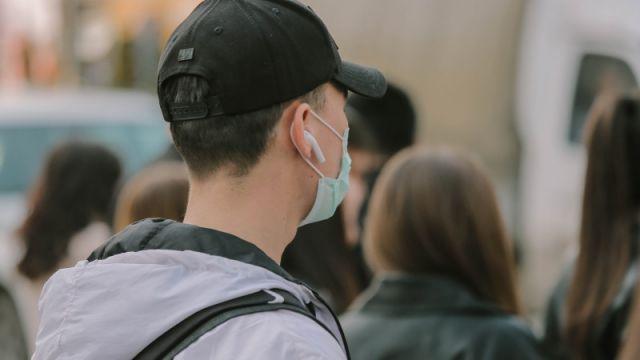 """""""Коронавирус передается через волосы"""": санврачи ответили на WhatsApp-рассылку"""
