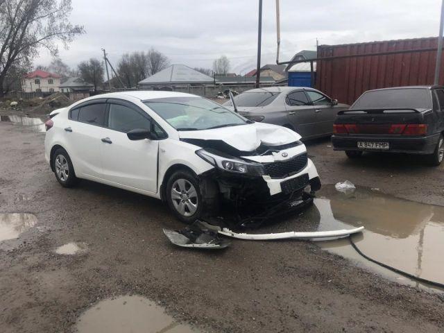Тойота протаранила блокпост: полицейский с переломами доставлен в больницу