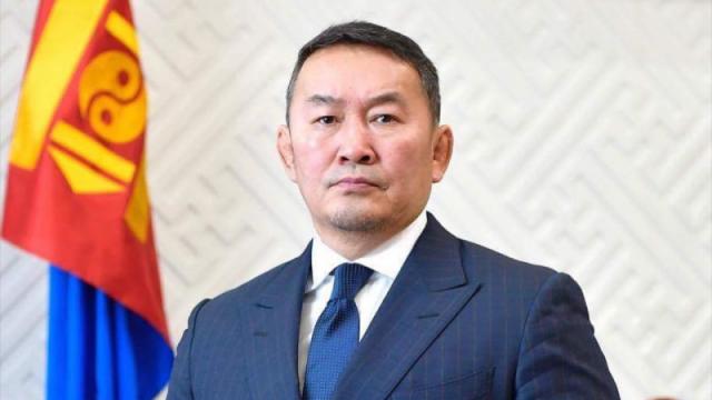 Президент Монголии призвал депутатов подать в отставку