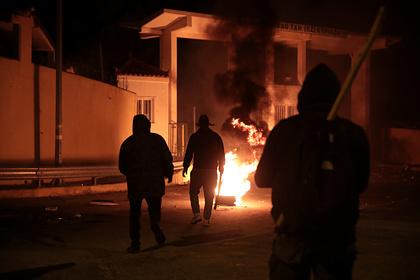 Протестующие из-за смерти чернокожего подожгли полицейский участок