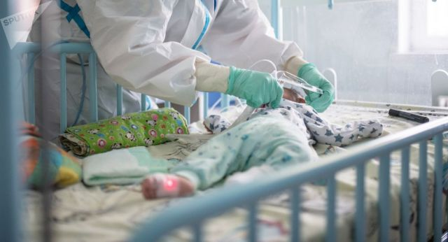 «Тест показал ошибку!». Отец зараженного КВИ малыша в Актобе требует повторного теста