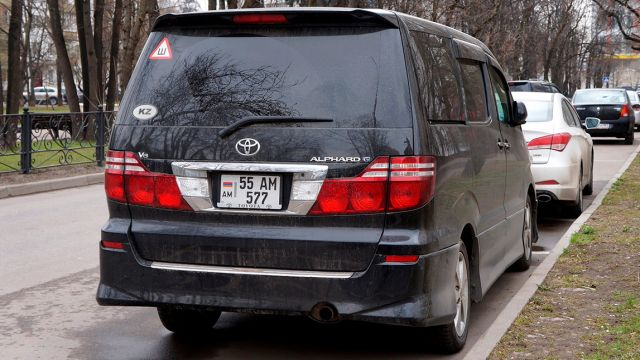 В Казахстане разрешена временная регистрация авто, завезенных из Армении