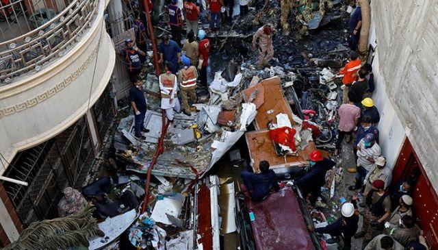 Крики и огонь. Выживший при крушении самолёта в Пакистане рассказал о трагедии