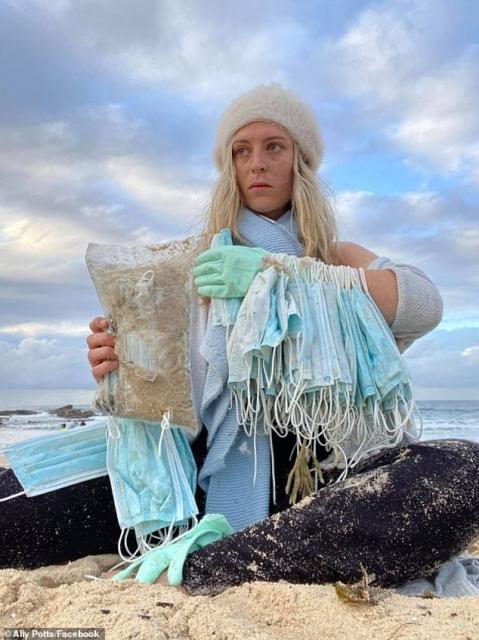 Тысячи медицинских масок выбросило на пляжи Сиднея