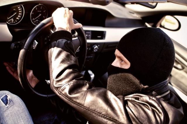 Мужчина купил Toyota Camry 70 на похищенные у пенсионера деньги