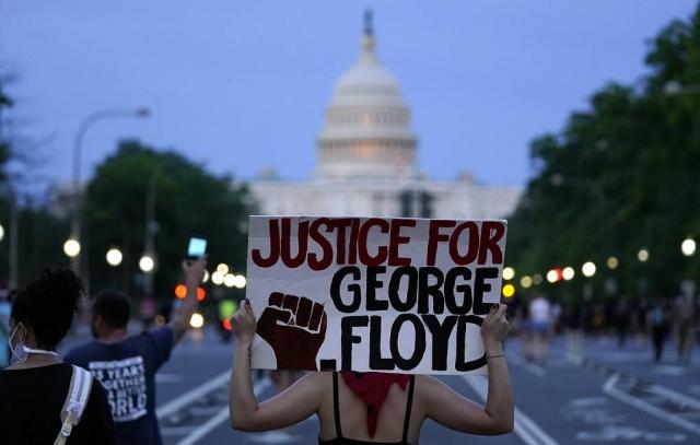 Беспорядки из-за смерти афроамериканца охватили более 10 городов США
