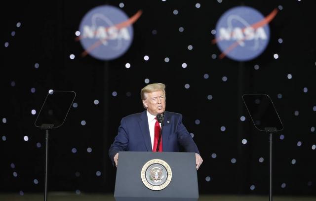 """Трамп анонсировал появление у США """"величайших вооружений"""" в истории"""