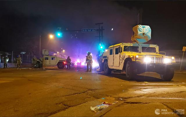 В Миннеаполисе полиция разогнала протесты газом и резиновыми пулями
