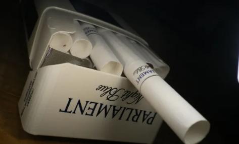 Полицейский в Актобе взял взятку сигаретами