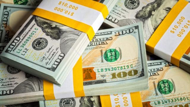 Доллар резко подешевел в Казахстане