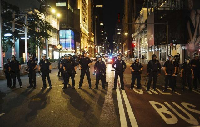 Fox: для разгона протестующих в Вашингтоне задействовали военные вертолеты