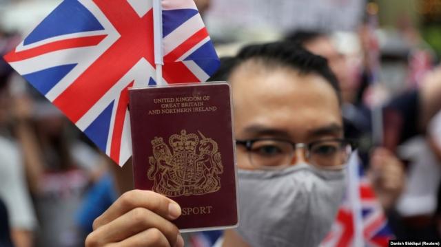 Британия пообещала принять до трёх миллионов жителей Гонконга в случае давления Китая