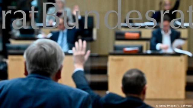 """В Германии законодательно запретили """"лечить"""" гомосексуальность"""