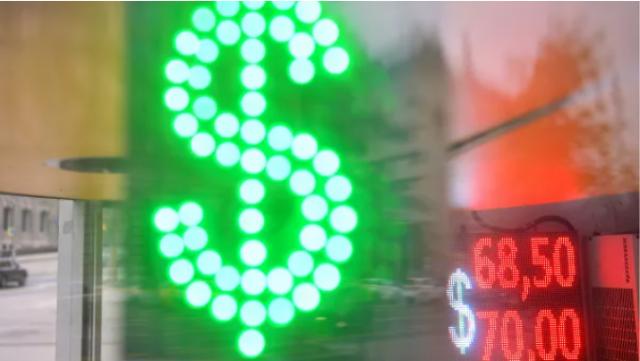 Эксперты объяснили, почему доллар стал основной резервной валютой в мире