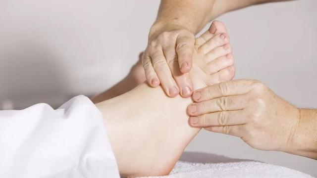 Врач предупредил об опасности холодных рук и ног
