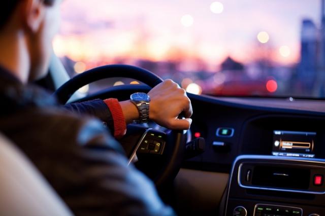 За нарушение ПДД будет наказываться лицо, управляющее авто в момент правонарушения