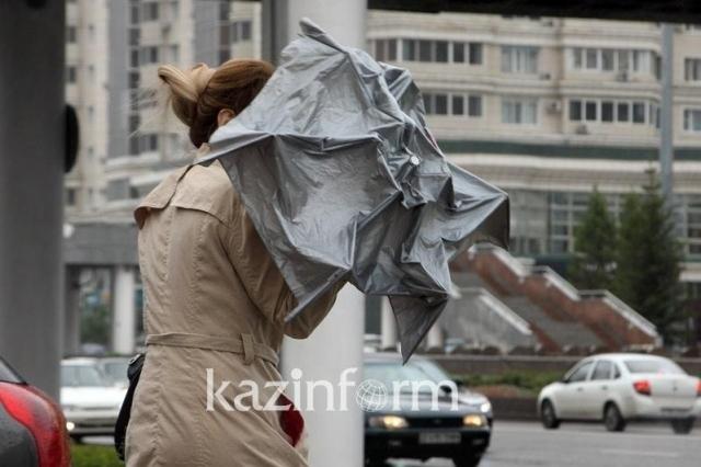 Сильный ветер и гроза ожидаются в нескольких регионах Казахстана