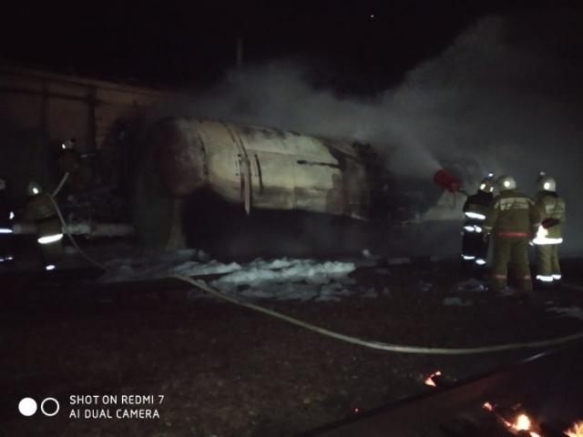 Вагон с бензином опрокинулся и загорелся на станции в Жамбылской области